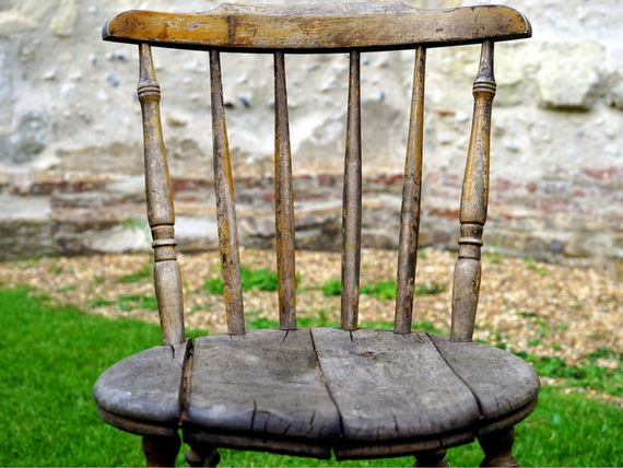 4-signs-you-should-replace-your-old-furniture.png